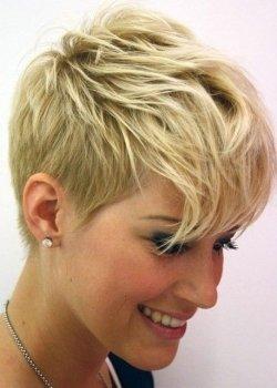 messy-short-hairstyle-ladies