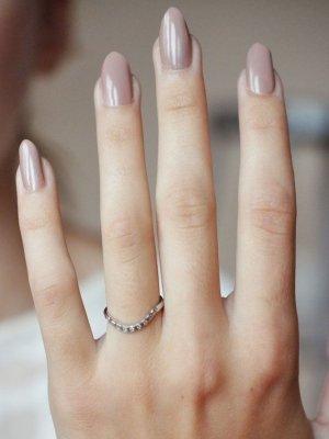 beige-nails