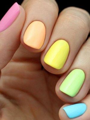 pastel-coloured-nails